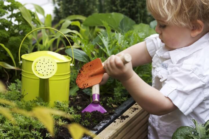 5 avantages de jardiner avec votre enfant