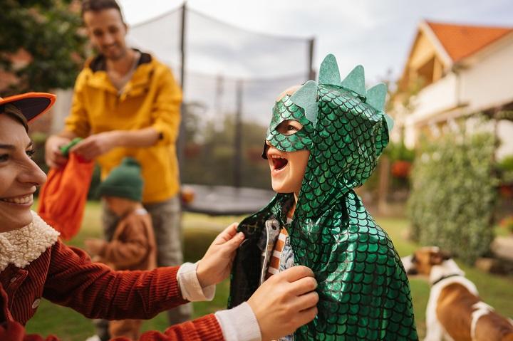 Fêter l'Halloween en toute sécurité avec de jeunes enfants pendant la pandémie
